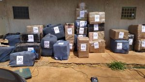 PC prende dois por contrabando enviado em transporte regular e com notas falsa